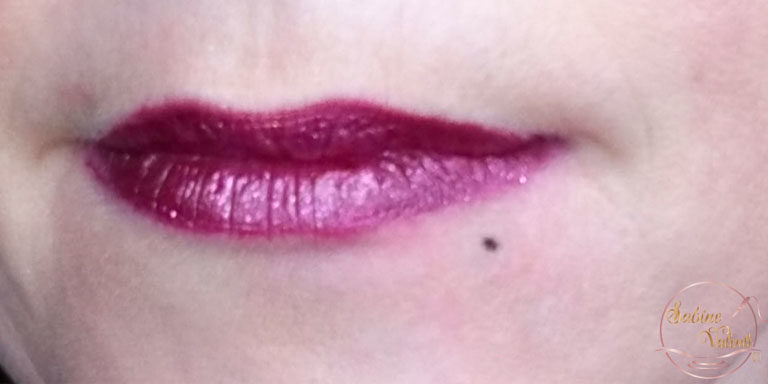 création d'un grain de beauté avec maquillage permanent Sabine Valenti