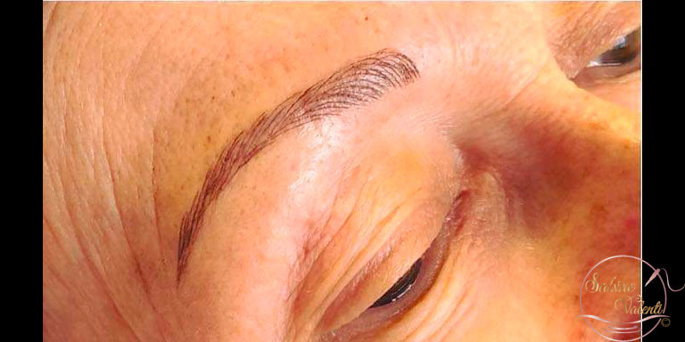 Reconstruction des sourcils avec maquillage permanent Sabine Valenti