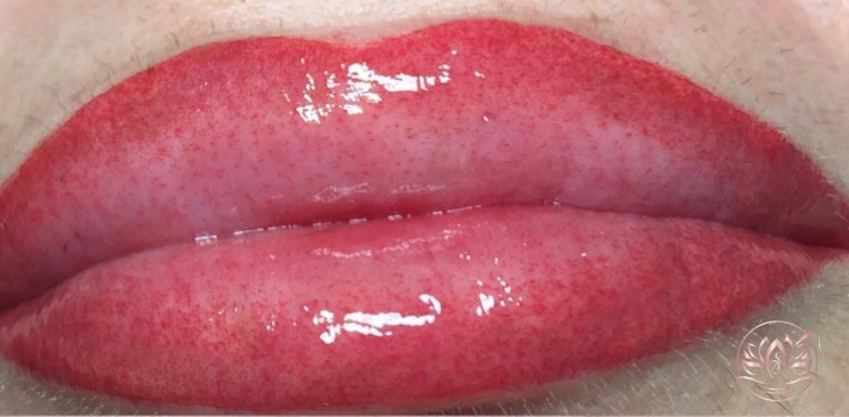 bouche-Maquillage-permanent-sabinevalenti